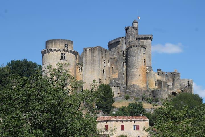 Maison au pied du château de Bonaguil - Saint-Front-sur-Lémance
