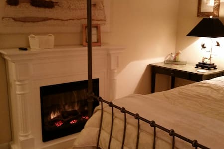 Near New Brunswick w/Fireplace - Franklin Township