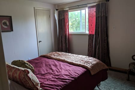Quiet Private Bedroom on Family Farm