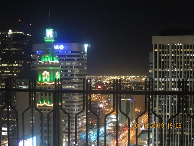 DENVER SUITE: A BREATHTAKING VIEW, GREAT LOCATION!