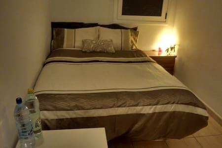 cosy room in vecindario - Lejlighed