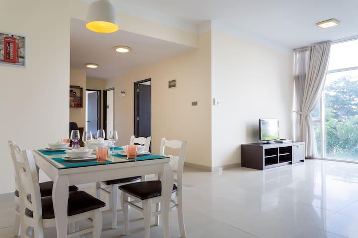 New 3-BR 118m2 Entire Apt Dist 7@Phu My Hung +POOL - Ho Chi Minh City - Apartamento