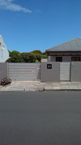 Fully equiped self catering 2 bedroom house - Hermanus - 一軒家