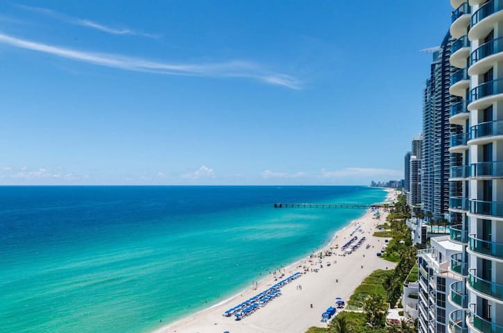 Luxury Ocean View, steps to Beach, Free Food/Beer! - Sunny Isles Beach - Apartament