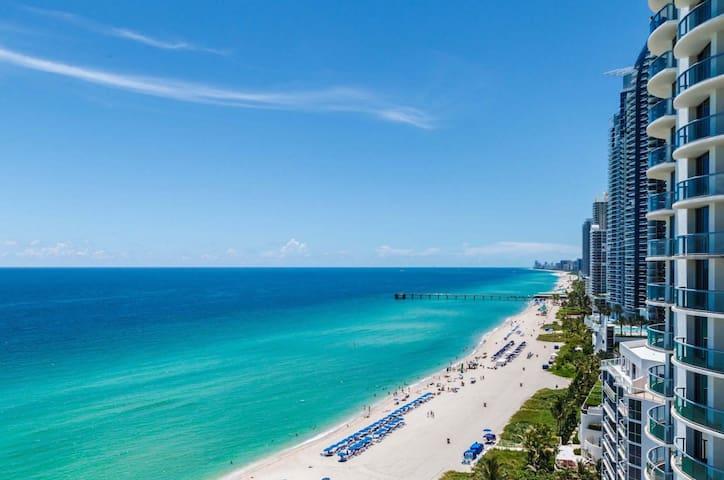 Luxury Ocean View, steps to Beach, Free Food/Beer! - Sunny Isles Beach