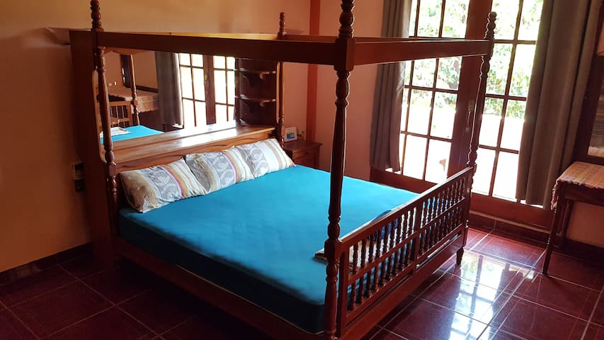 Large King Room Ensuite/Balcony - Villa Mango