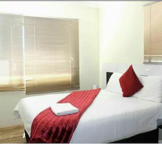 Jubella Furnished Apartment - Randburg - Apartemen