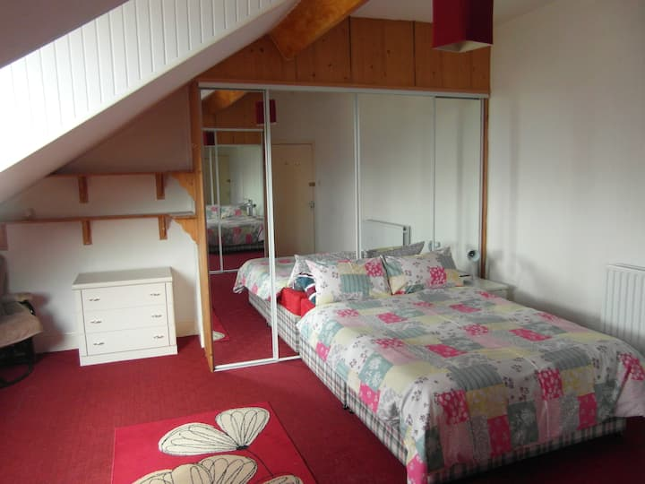 Comfortable Bedrooms to let in quiet, shared house