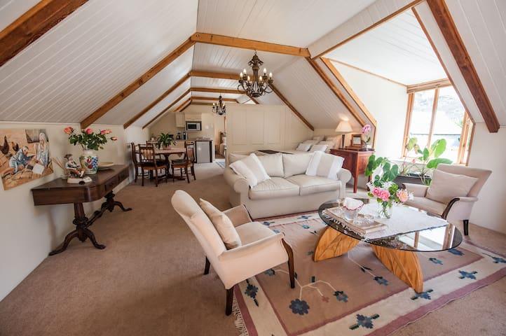 Connie's Cottages Montagu - Loft Apartment