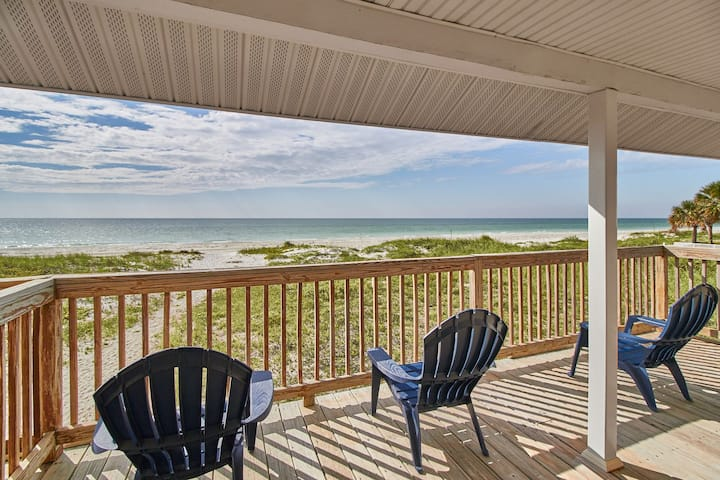 Charming Beach Front Cottage-stunning sunset views-Pets ok (Bella11)