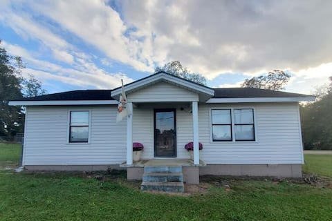 Convenient and Comfy Home off of Hwy 231