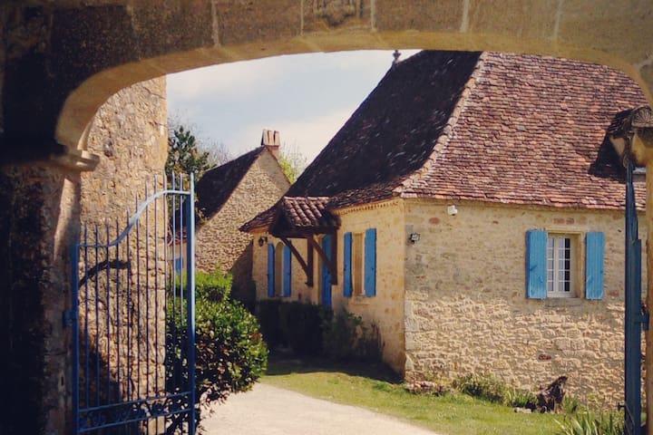 Gîte Périgord noir XVIIe siècle / 2-4 pers PISCINE