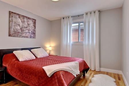 Elegant AirC 2 bedroom Parking incl 10min Montreal