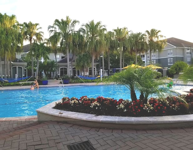 Tampa FL, pond-view Resort Style Centrally Located