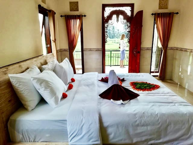 Puri Prana (Fabulous room with Queen & Twin Beds)