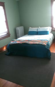 Private Bedroom Near Downtown