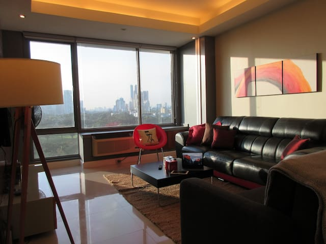Hotel-like BGC 62sqm stylist condo + FREE Parking