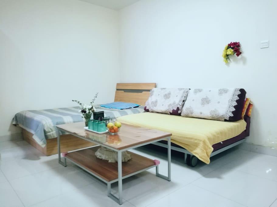 客厅单人床和沙发床