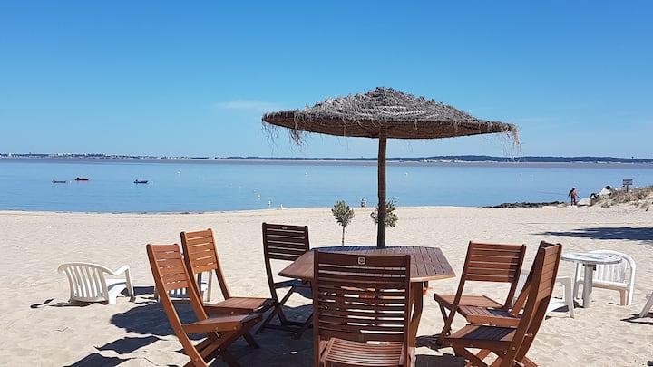 bungalow  avec accès direct à la plage (50m)
