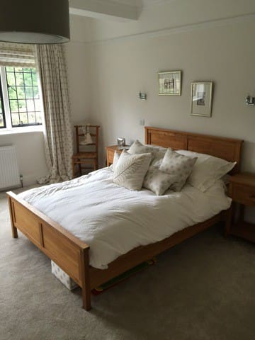 Luxurious bedroom in grand Tynedale mansion - Northumberland - Haus