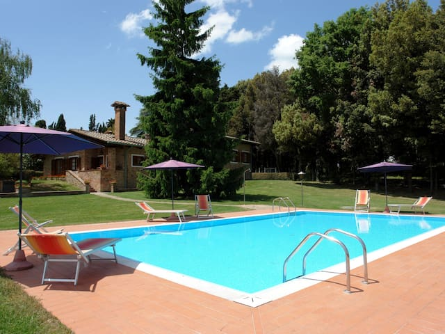 7-room house 230 m² Camporbiano for 12 persons