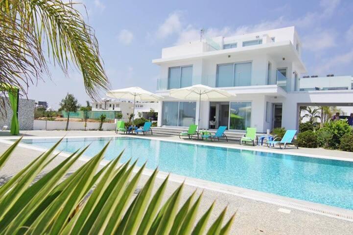 Sky White Pearl Villa Ayia Napa - Ayia Napa - Casa de campo