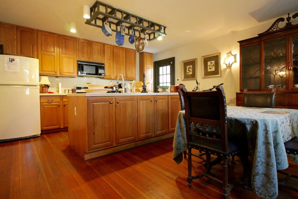 Expansive kitchen for comfortable cooking.