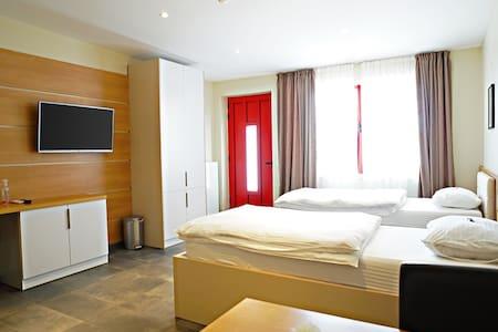Nava Motel & Storage Zimmer 8