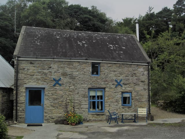 Kilrateera Cottage Near Lough Derg