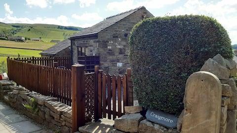 Peaceful cottage at edge of idyllic village
