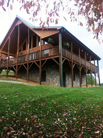 Piney Creek cabin home with a view