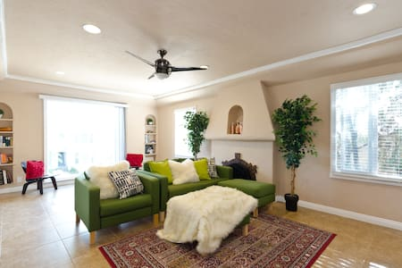 Modern Spanish 3BD in Miracle Mile - Los Angeles