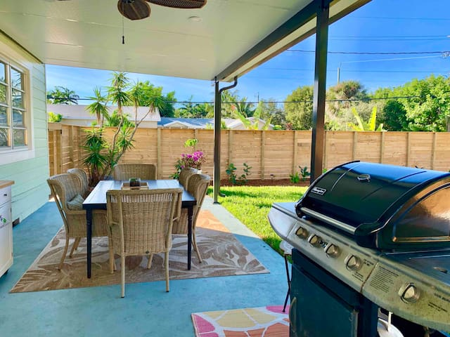 Covered outdoor patio with large table, BBQ grill, fan and lights!