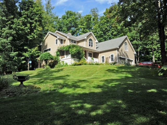 2 bedrooms: NEAR BARD/OMEGA/FDR/COUNTY FAIRGROUNDS - Rhinebeck - Casa