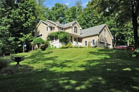 2 bedrooms: NEAR BARD/OMEGA/FDR/COUNTY FAIRGROUNDS - Rhinebeck - Haus