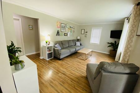 Cozy Cape Near Downtown, U of R, RIT, and more!