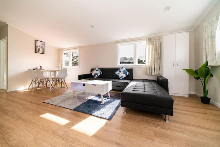 Takapuna Central Spacious & New 3 Bedroom Unit 3