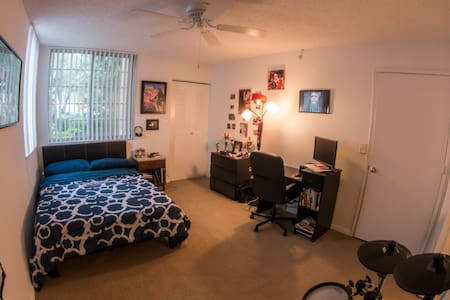Pompano Beach - Private Room w/ Private Bathroom