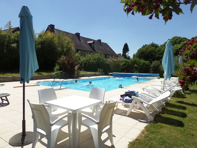 Keranmeriet heated pool, beaches 15 mins drive. D