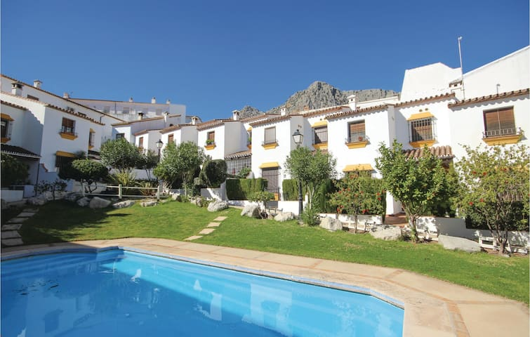 Terraced house with 2 bedrooms on 74 m² in Montejaque
