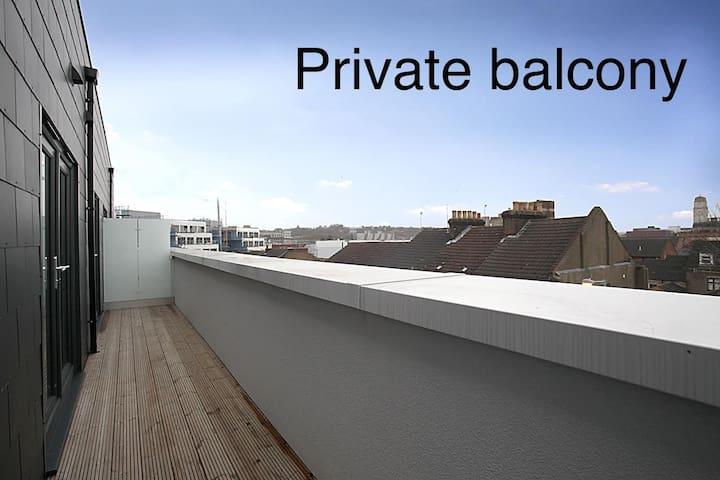 LUXURY Two bedroom  2 bathrooms+balcony apartment