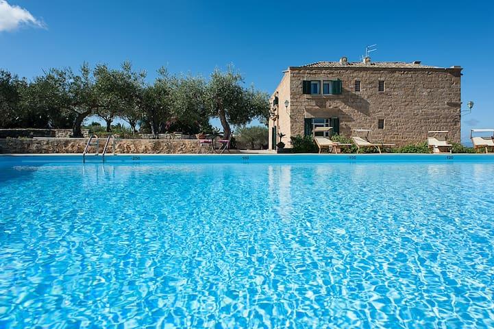 Villa Granello - 6 Guests
