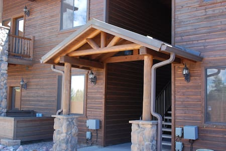 Bison Ridge Condo with great views to the east and west in a peaceful setting - Show Low