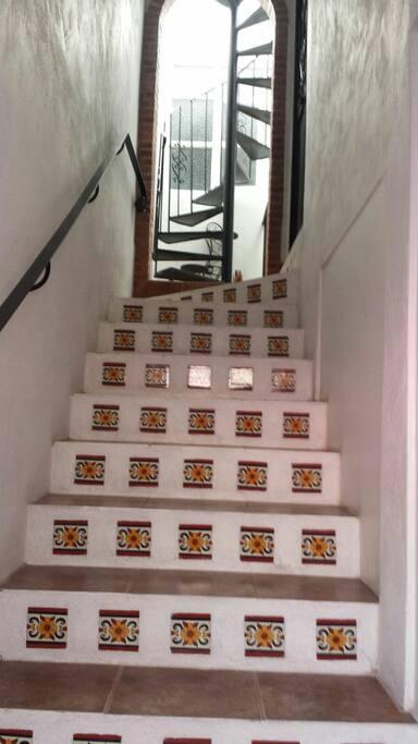 primer piso con escaleras