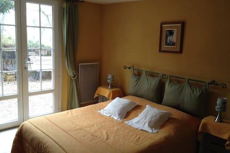 chambre avec accés indépendant - Sainte-Cécile-du-Cayrou - 獨棟