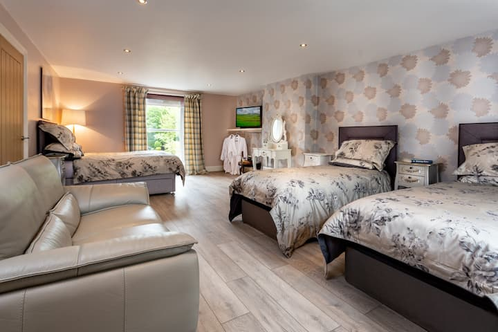 Alan A Dale en-suite family room