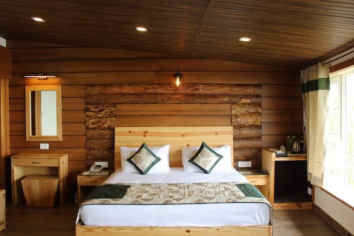 Luxury Homestay Jharipani Castle (Suite)