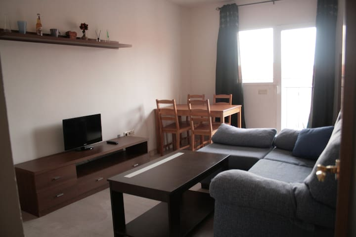 Simple but well equipated apartment with WIFI - Alcalá de Henares - Apartment