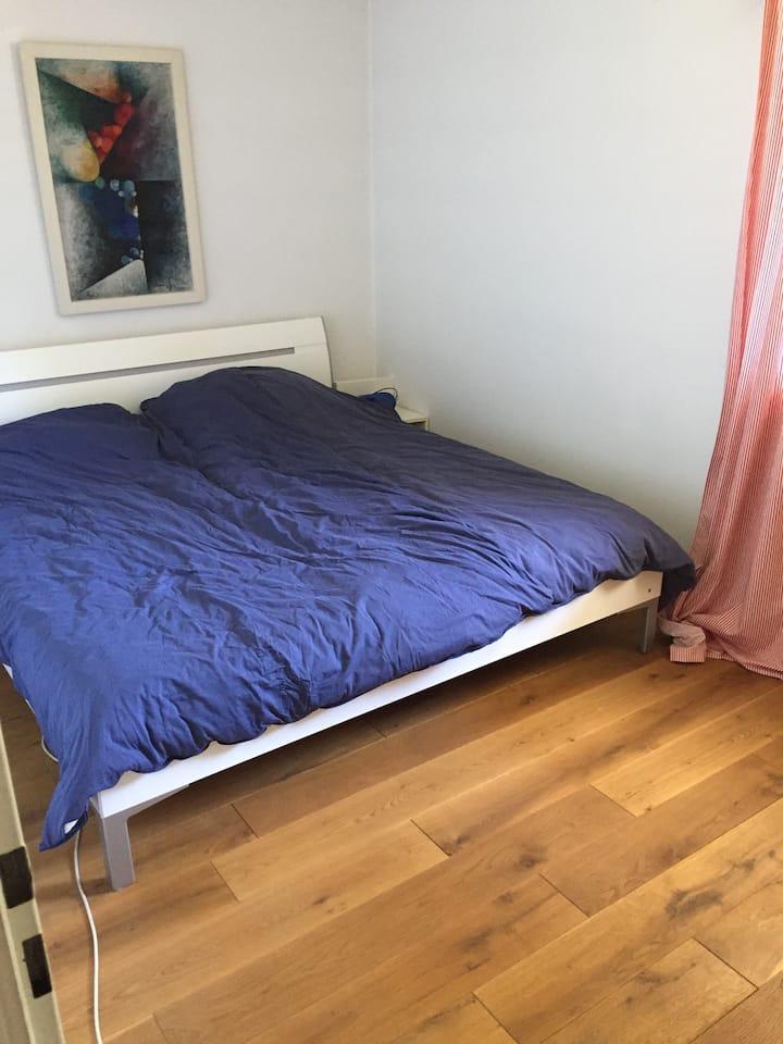 schönes Zimmer mit Bad in ruhiger Wohnsiedlung