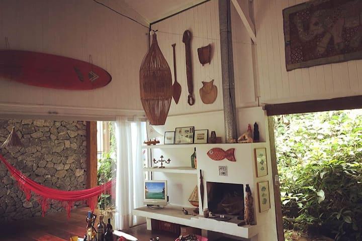 Casa na Mata Atlântica, lago natural, suítes